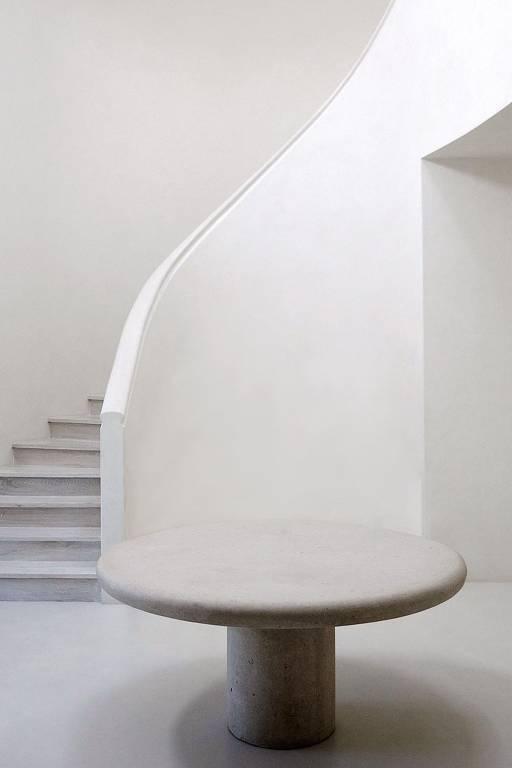 Kim Kardashian West abre mansão minimalista