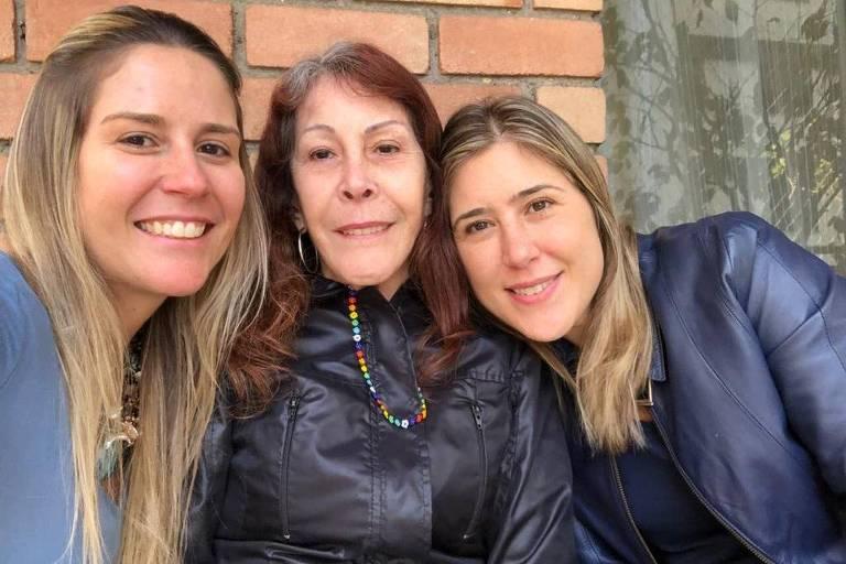 Maria Regina Goloni Preto Rodrigues (1948-2020) e as filhas