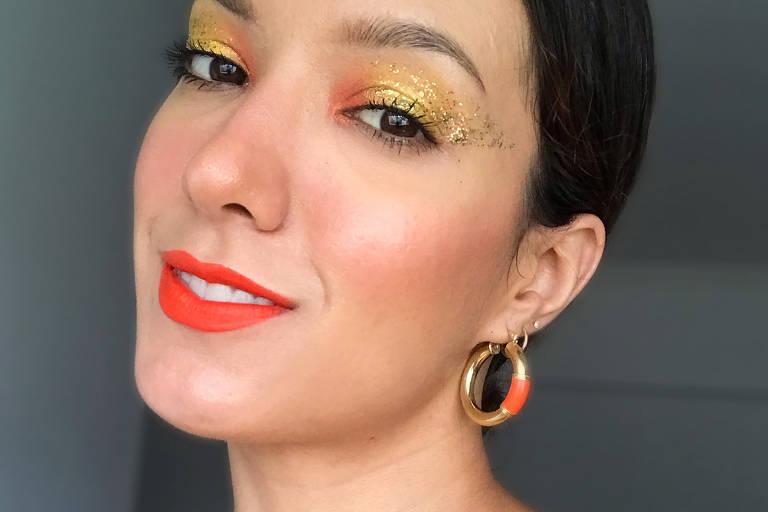 Maquiagem colorida e com brilho para o Carnaval