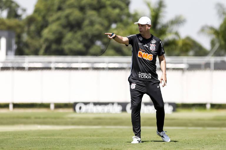 Técnico Tiago Nunes comanda treino do Corinthians no CT do Parque Ecológico