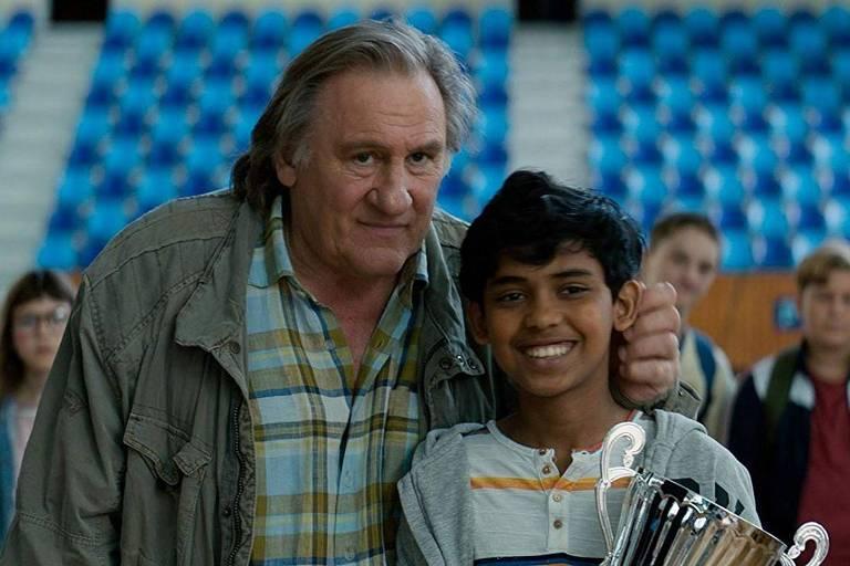 Gérard Depardieu e Assad Ahmed em cena de 'A Chance de Fahim'