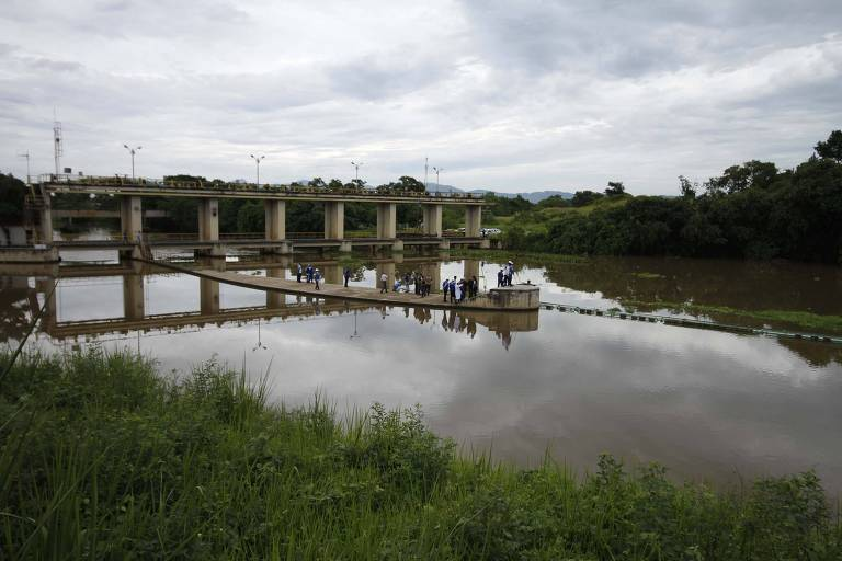 Agentes da Cedae fizeram inspeção na Estação de Tratamento de Água Guandu, em Nova Iguaçu
