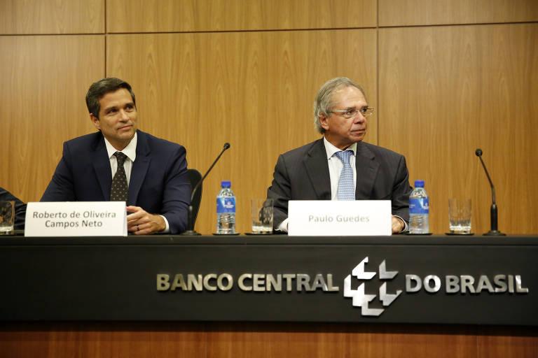 O presidente do Banco Central (BC), Roberto Campos Neto, e o ministro da Economia, Paulo Guedes, durante cerimônia do BC.