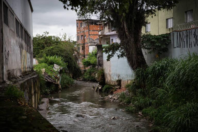 Córrego Tremembé, que tem obra de canalização desde 2016