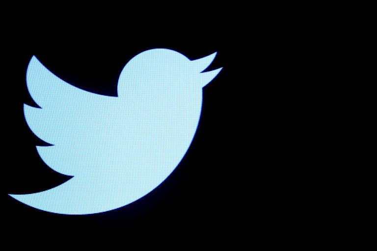 Logo do Twitter que tem uma ilustração de um pássaro em azul