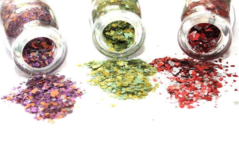 Pura Glitter Orgânico em várias cores, R$ 50 (tamanho G, 10g), no site da marca (produto com glitter ecológico)