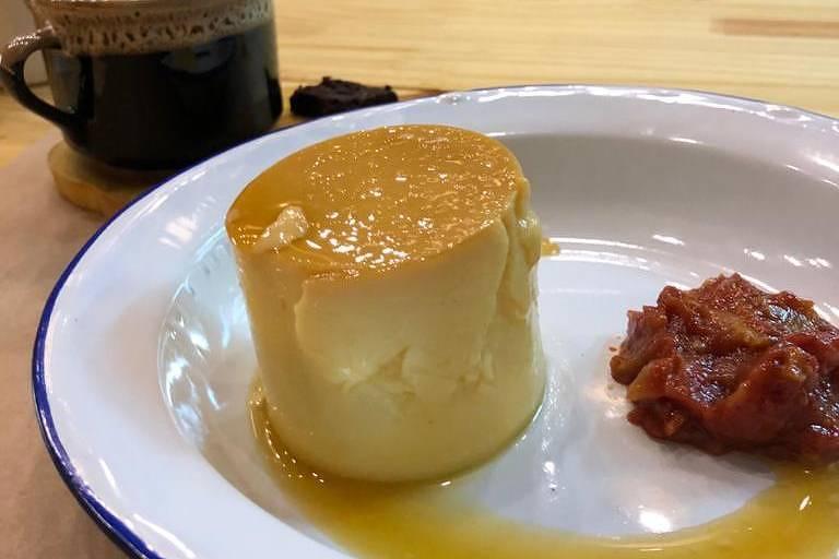 Pudim de queijo com goiabada do menu do Não É Pão, na Vila Leopoldina