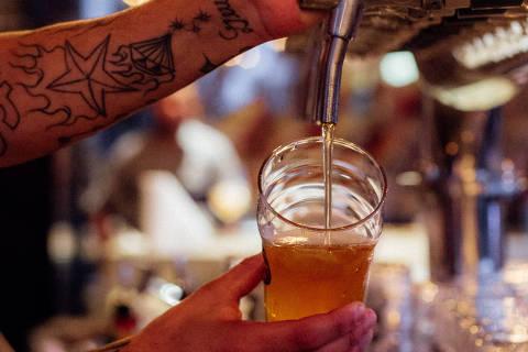 27-05-2017. Goose Island Brewhouse, cervejaria que serve apenas a propria marca, localizada no bairro de Pinheiros, Sao Paulo, SP. CAPA GUIA (foto: Thays Bittar/FolhaPress) ***EXCLUSIVO GUIA FOLHA***