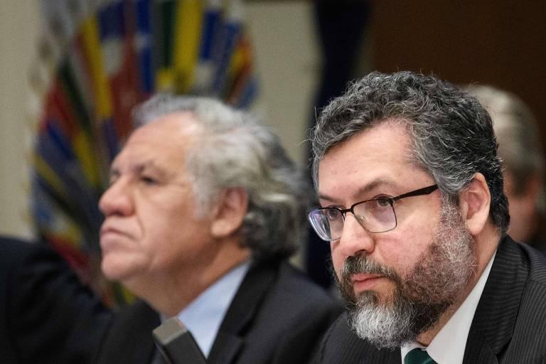 O chanceler brasileiro, Ernesto Araújo (dir.), e o secretário-geral da OEA, Luis Almagro