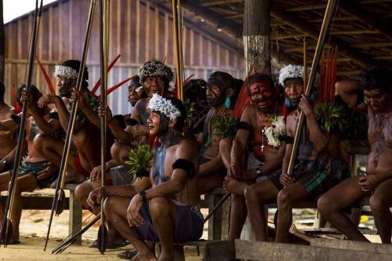 Reunião em aldeia do povo indígena yanomami, cujas terras estão entre as mais cobiçadas por garimpeiros