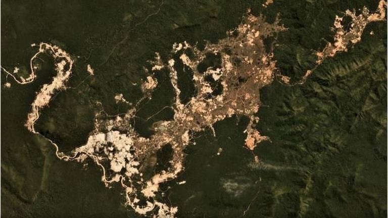 Garimpo ilegal de ouro na Terra Indígena Kayapó, no Pará; projeto de lei do governo pretende regulamentar a atividade, mas enfrenta obstáculos
