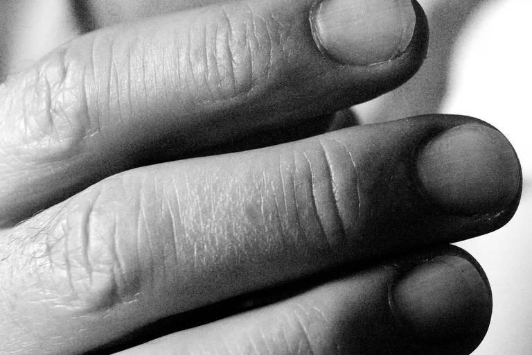 Estalar os dedos não faz mal para as articulações, cartilagens e os ligamentos