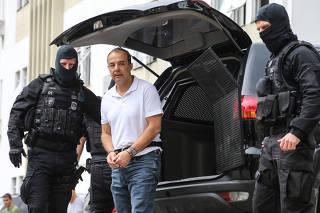 Sérgio Cabral realiza exame de corpo delito