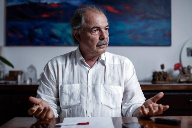Mercadante fará apelo à Embaixada da França para liberar entrada de estudantes brasileiros