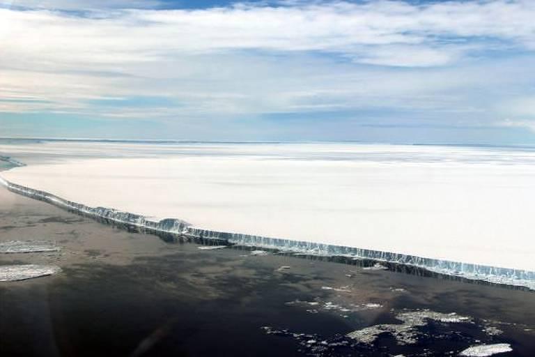 O A68 é muito extenso, mas tem apenas 200 metros de espessura (relativamente fino para um iceberg)