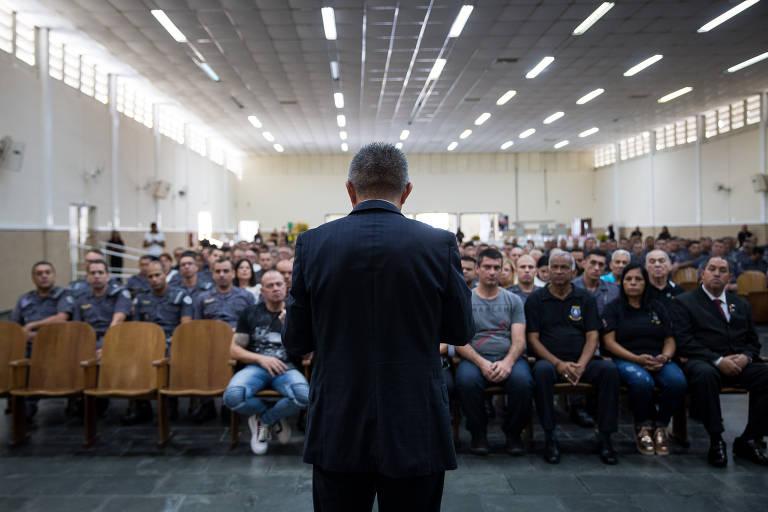 Pastor Roni Negreiros, coordenador do programa Universal nas Forças Policiais, em evento da Polícia Militar em templo da Igreja Universal do Reino de Deus