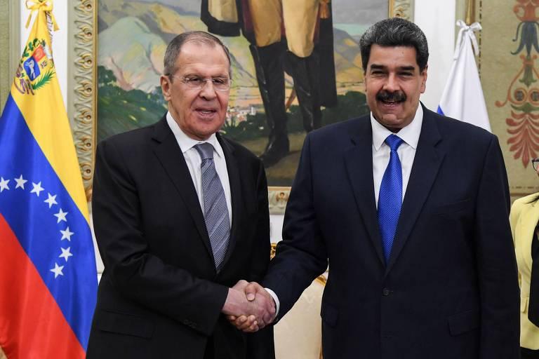O ditador Nicolás Maduro recebe o ministro de Relações Exteriores da Rússia, Serguei Lavrov, em Caracas nesta sexta-feira (7)