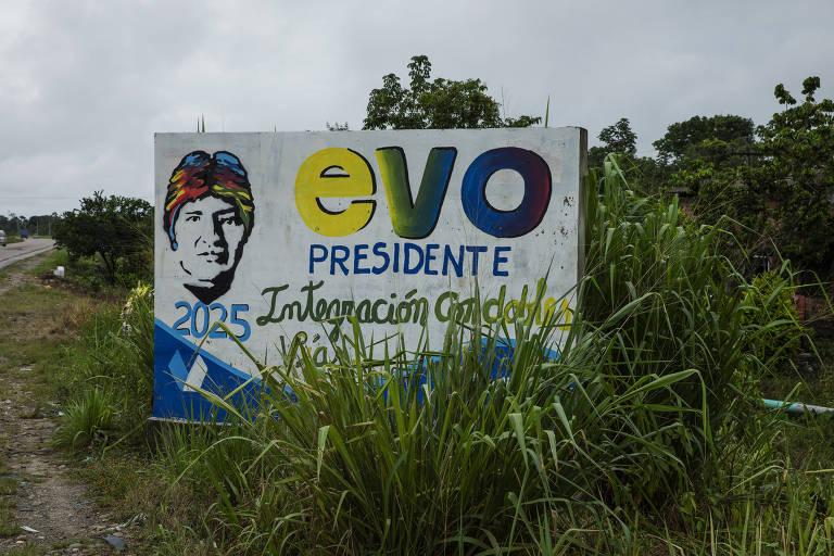 Placas com a imagem do ex-presidente Evo Morales na estrada para Chimoré, na região do Chapare, reduto eleitoral do ex-presidente boliviano
