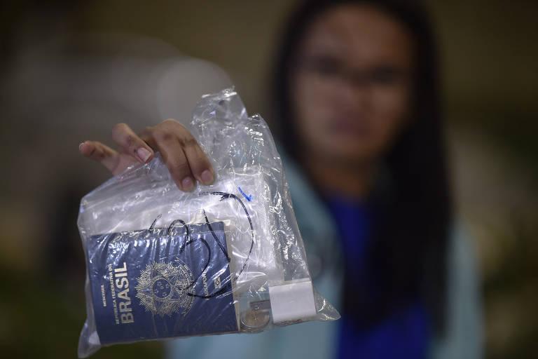 Brasileiros deportados dos EUA chegam em Belo Horizonte