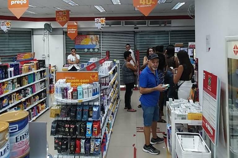 Paulistanos relatam arrastão na região durante evento de pré-carnaval; O jornalista Kalleo Coura procurou abrigo em uma farmácia