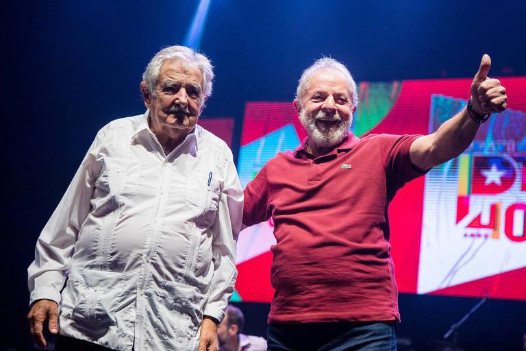 O ex-presidente Lula e o ex-presidente do Uruguai José Mujica em evento no sábado (8), no Rio, que celebrou os 40 anos do PT