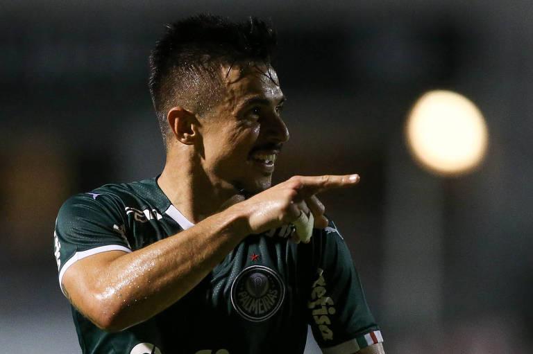 Willian comemora seu gol contra a Ponte Preta, em Campinas