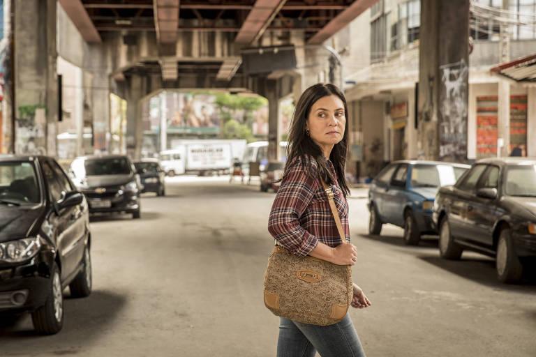 Thelma (Adriana Esteves) na novela 'Amor de Mãe' (Globo)