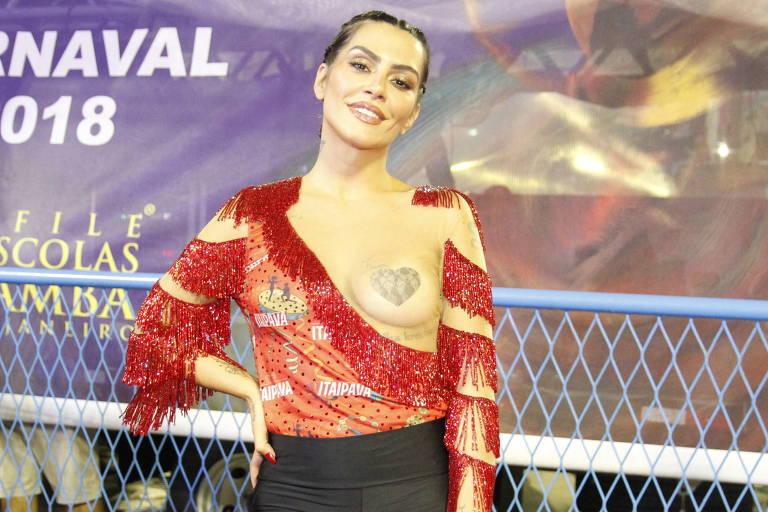 """Cleo Pires já apostou no """"tapa mamilos"""" em anos passados, incluindo no Carnaval de 2018"""