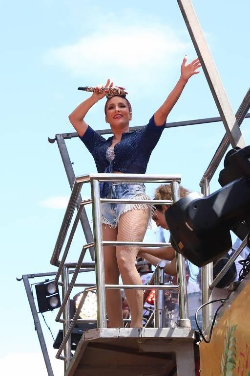 Claudia Leitte estreia bloco de Carnaval no Rio