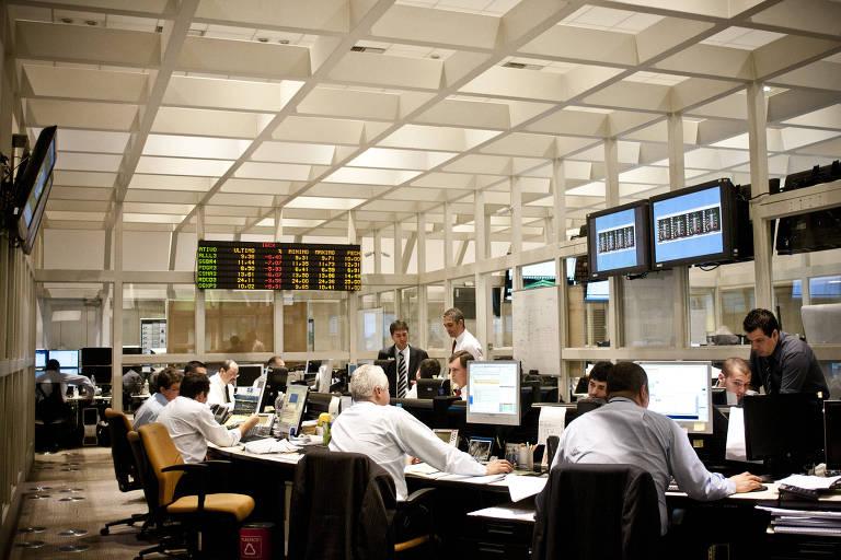 Sala de controle do mercado eletrônico, da B3, em 2011, então BM&F Bovespa
