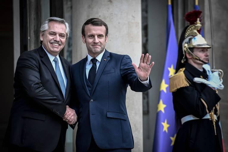 Presidente argentino, Alberto Fernández, reúne-se com o presidente francês, Emmanuel Macron, em Paris, dia 5 de fevereiro.