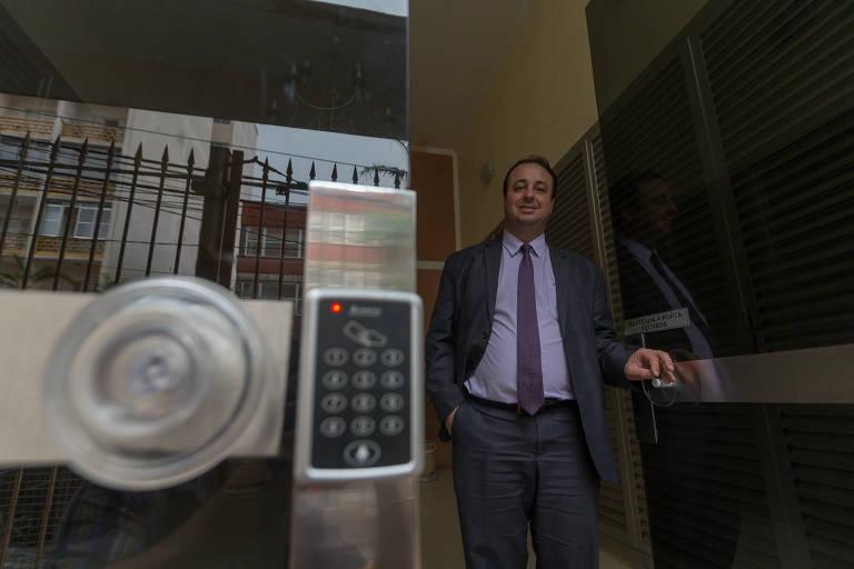 O síndico profissional Rafael Junqueira, 40 anos, no prédio que administra no centro de SP