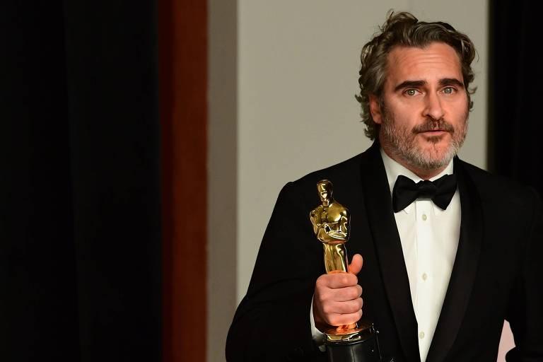 """Ator Joaquin Phoenix ganha Oscar de melhor ator em 2020, por seu trabalho em """"Coringa"""""""