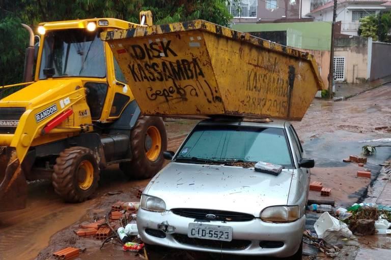 Chuva provoca prejuízos e três estão desaparecidos em Botucatu