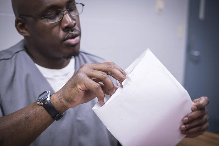 Jonathan Irons, que cumpre pena de 50 anos de prisão em Jefferson City