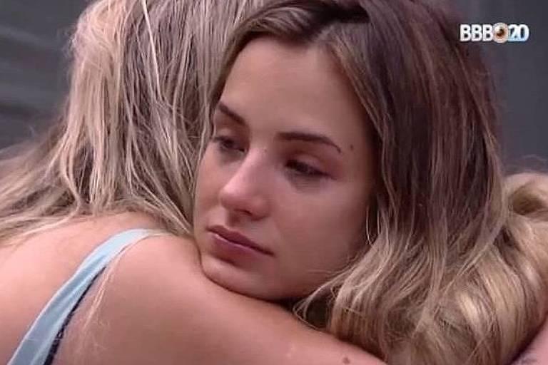 Gabi Martins chora após discussão com Guilherme