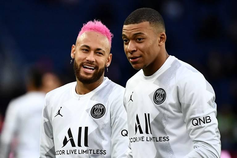 Neymar (à esq.) e Mbappe em jogo do PSG pelo Campeonato Francês