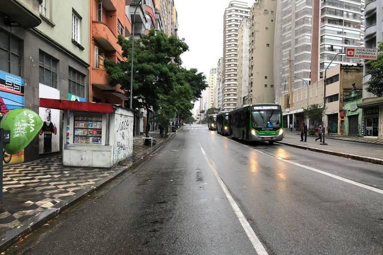 A cidade teve diversas ruas e avenidas com um transito atípico, por causa dos transtornos causados pelos alagamentos na manhã desta segunda (10)