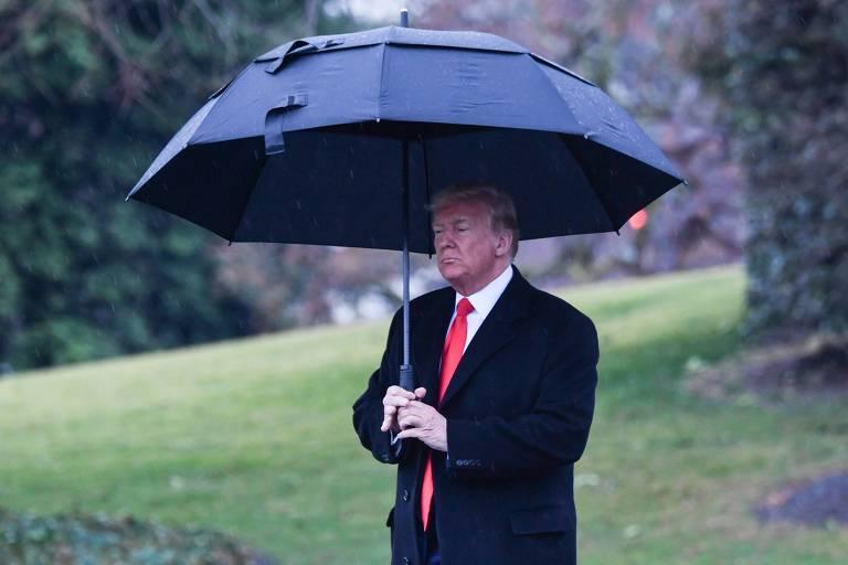 O presidente dos EUA, Donald Trump, antes de deixar a Casa Branca rumo a New Hampshire, onde fará comício