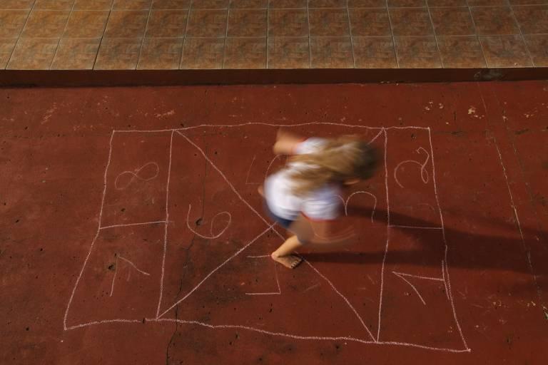 Crianças brincam pelo Brasil no livro 'Lá no Meu Quintal'
