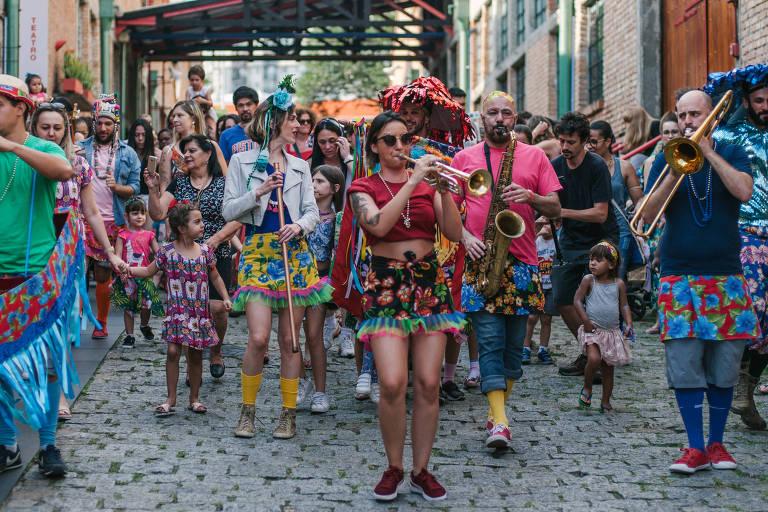 Desfile do bloco de Carnaval Sainha de Chita