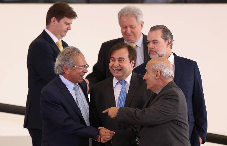 Novo ministro toma posse em Brasília; veja fotos de hoje