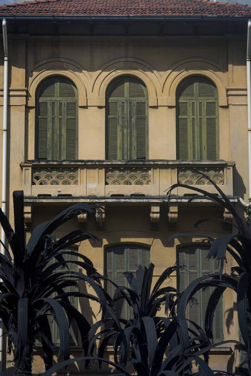 fachada de casa amarela