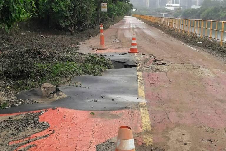 Ciclovia às margens do rio Pinheiros depois das chuvas desta semana em São Paulo