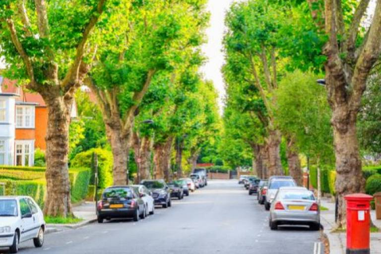 Hampstead is one of the well-known areas of London, not just amongst residents of the City, but also from expats looking to move to a family-oriented, elegant area.