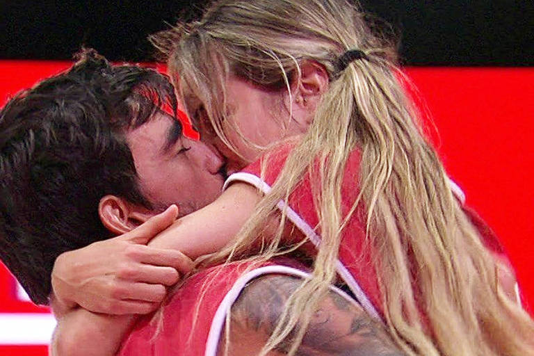 Gabi e Guilherme se beijam após vitória na prova do líder
