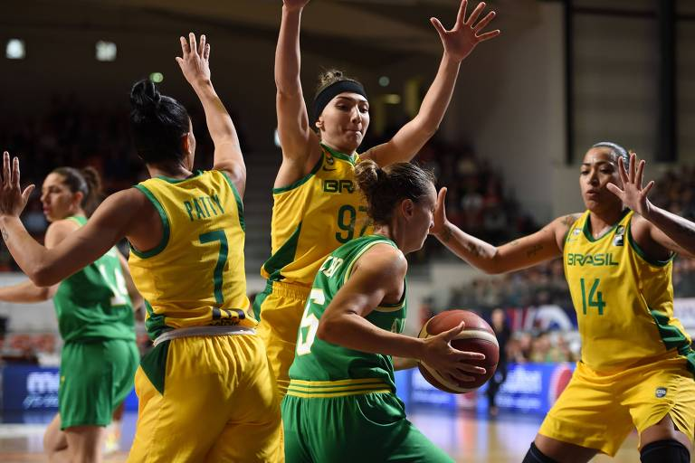A seleção brasileira feminina de basquete enfrenta a Austrália no pré-Olímpico: só assistiu quem tinha TV paga
