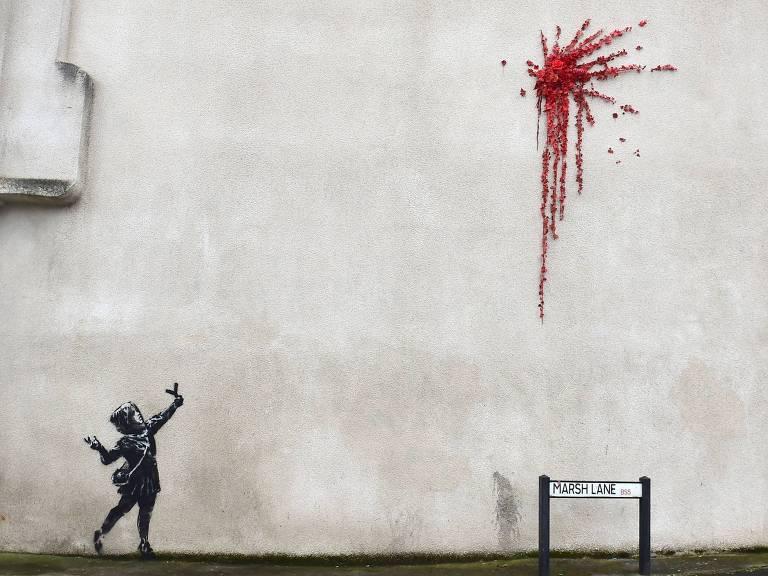 Mural atribuído a artista Banksy em Marsh Lane, Bristol, em 14 de fevereiro de 2020