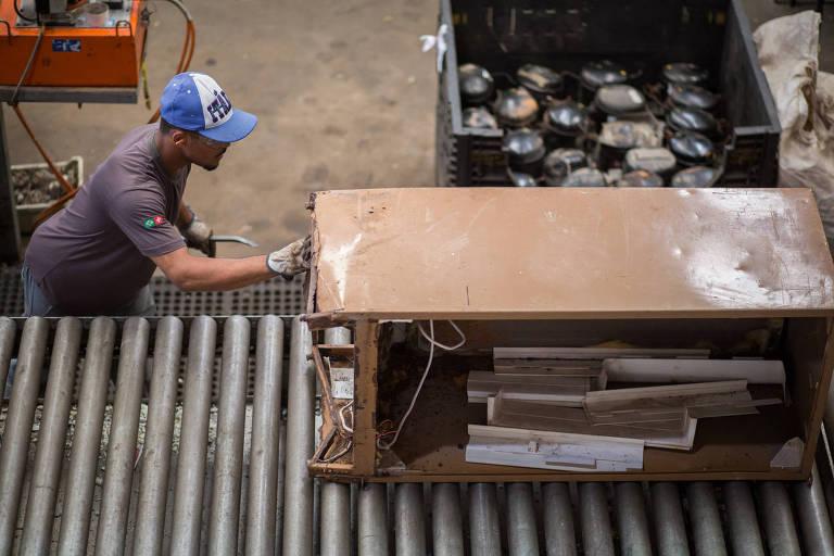 Linha de produção reversa da Indústria Fox, organização de engenharia com soluções para reciclagem