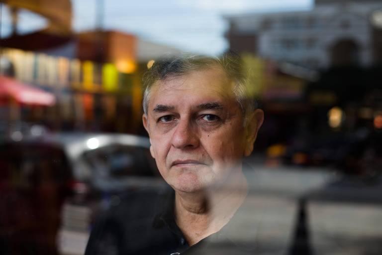 """Retrato do escritor paraense Edyr Augusto, na Livraria da Vila, no lançamento do romance """"Pssica"""", em 2015"""